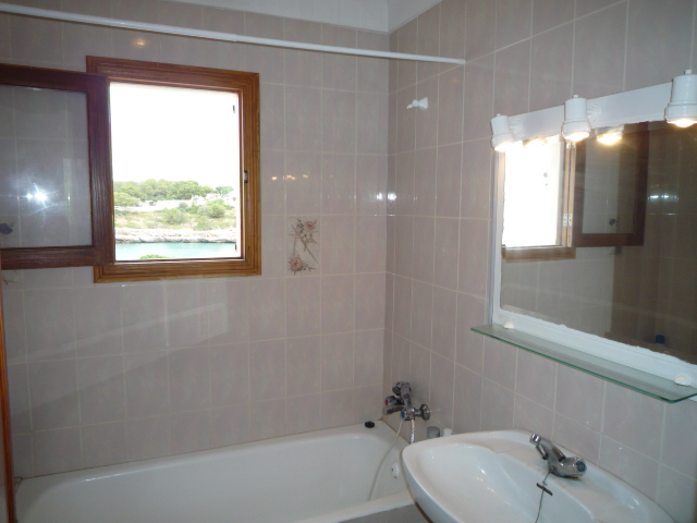 Villa Portocolom first ocean line bathroom3 8611