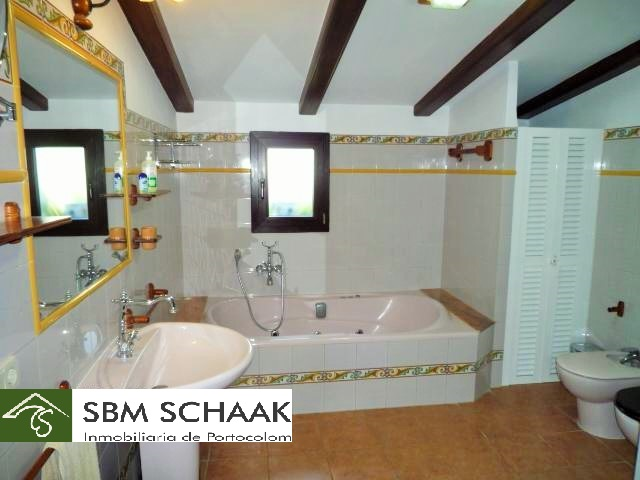 Finca Portocolom Holiday bathroom1 1060