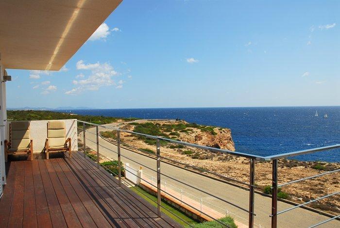 Pisos apartamento de lujo en sa punta for Pisos con vistas al mar